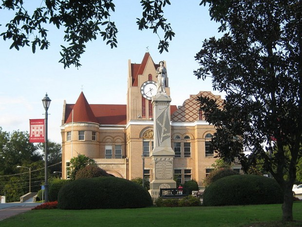 Confederate Memorial and Wilkes County Courthouse